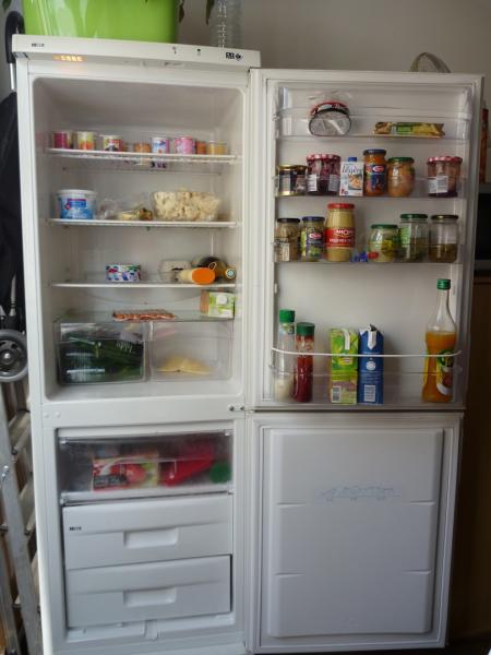 refrigerateur congelateur en bas far troc de gones. Black Bedroom Furniture Sets. Home Design Ideas